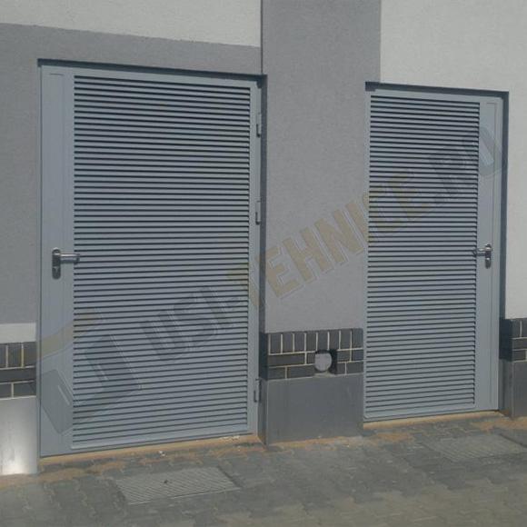 Usi din profile metalice cu canat integral din grilaj de ventilatie